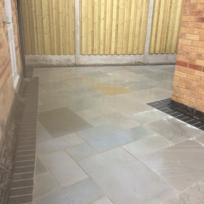 Sawn Versuro (silver multi) installed with Charcoal Block Edgings